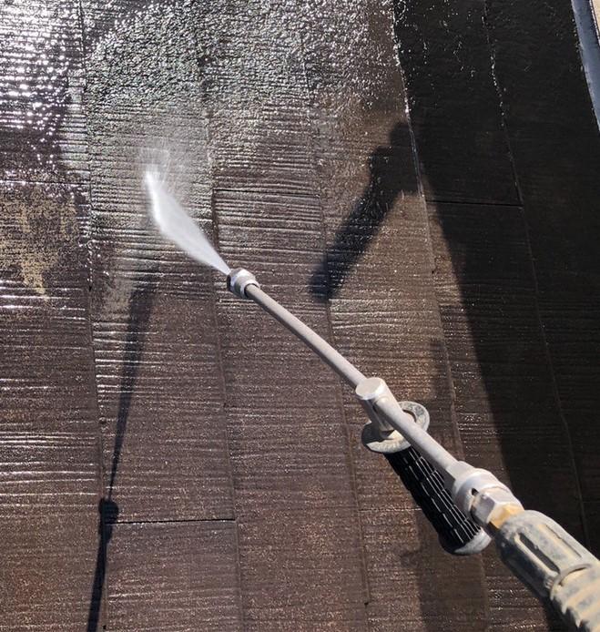 兵庫県、西宮市芦屋市の外壁屋根塗装ペイントウォールの高圧洗浄写真